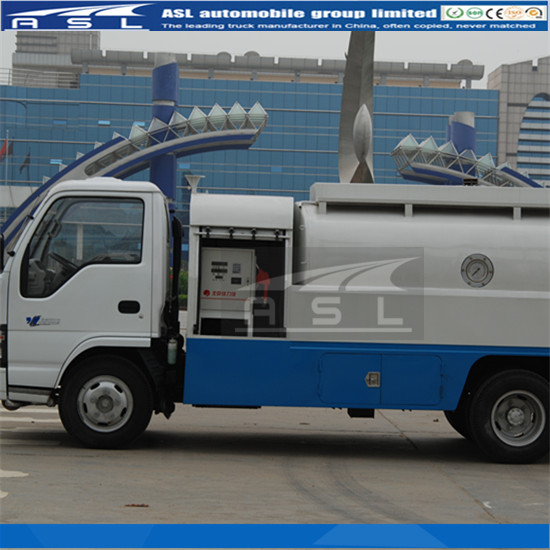 Best ISUZU 5000Litres Oil Tankers equipped with Zhengxing refueler