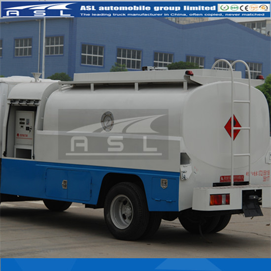 5000Litres 4wheels ISUZU Petroleum Tankers painted white color according to clients requirements