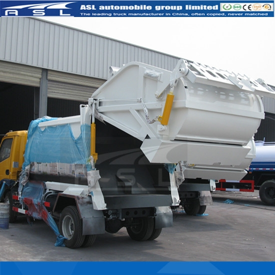 China Dongfeng Refuse Trucks are getting paint
